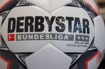 Detailaufnahmen des Derbystar Bundesliga Brillant APS